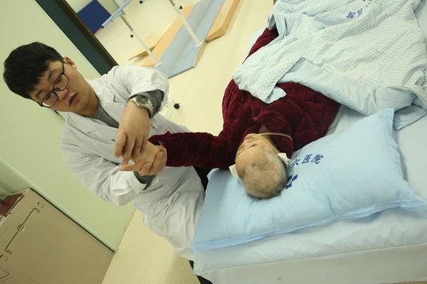 医学为生命添岁月康复为岁月增添生命 我院康复中心服务工作纪实